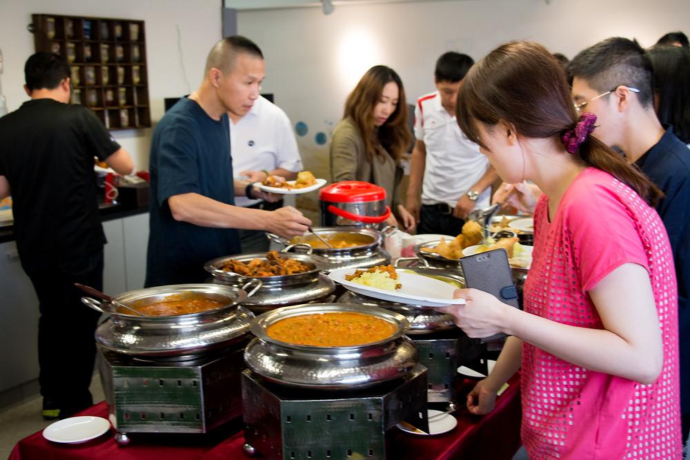印度外燴在辦公室開心享用印度美食