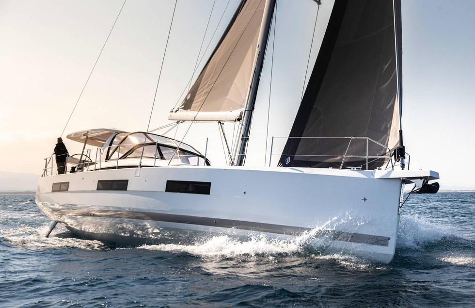 Jeannerau 60 Yacht sailing.jpg