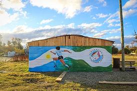 Tolhuin: Pintaron un mural en homenaje a Maradona