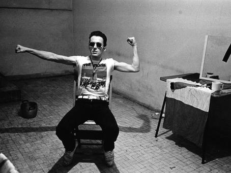 O Joe Strummer ήταν ο τελευταίος των μουσικών επαναστατών