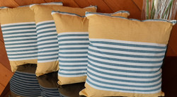 4 decorative cushions