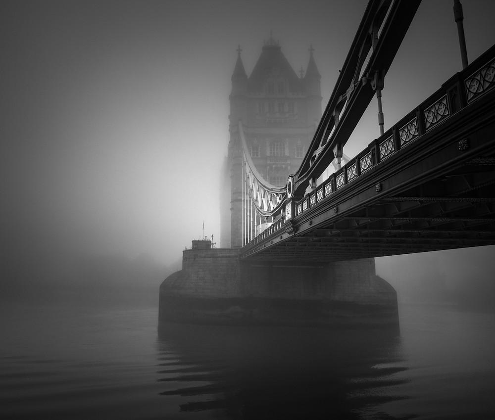 london tower bridge fog
