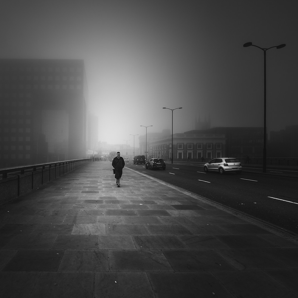 london bridge fog, street photography