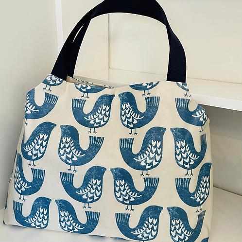Maxi mum shoulder bag