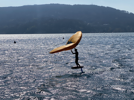Wingfoil: a UFO on Annecy lake.