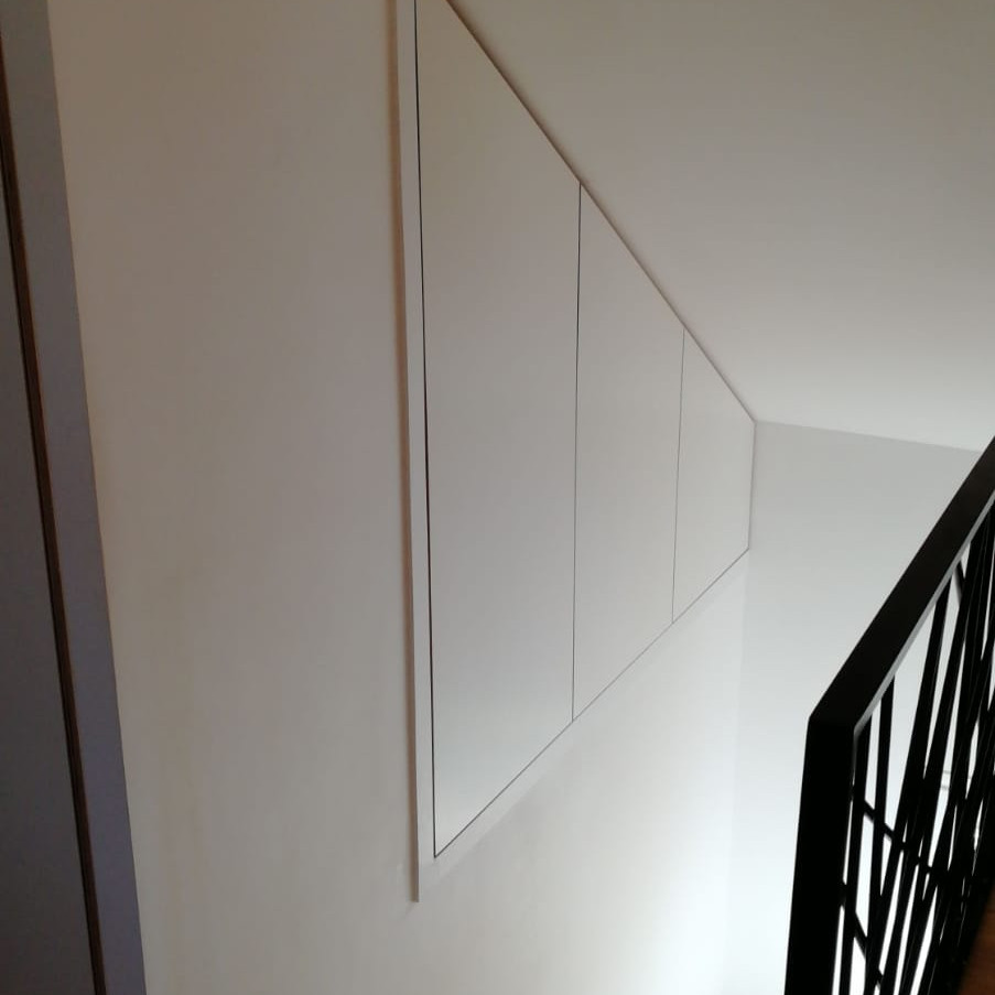 Placard escalier portes ouverture à 180°