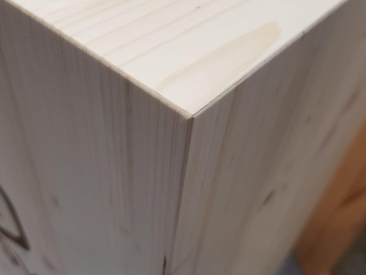 Colonnes bois présentoirs