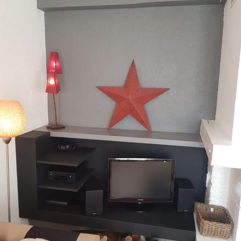 @Agencement Espace TV noir sur noir