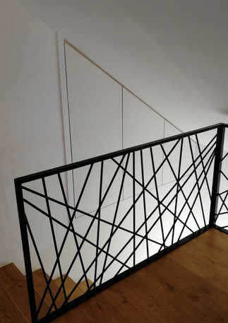 Placards escalier portes ouverture à 180°
