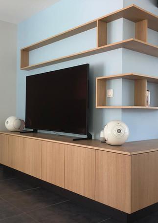 Meuble TV et étagères suspendues chêne