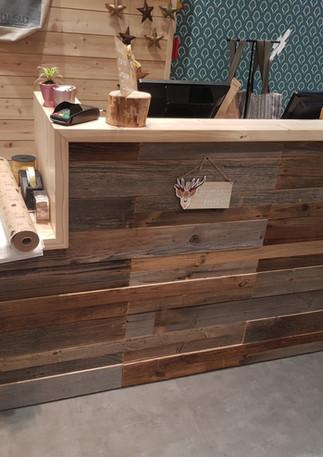 Comptoir d'accueil vieux bois