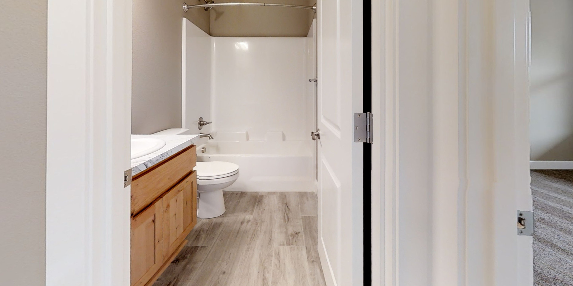 HuppZk45Fa4-Bathroom.jpg