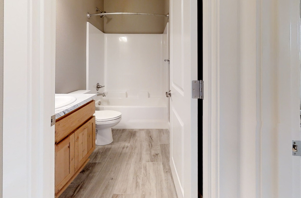 HuppZk45Fa4-Bathroom.jpg