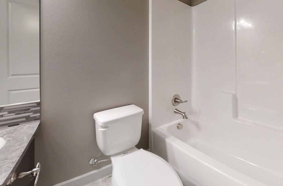 aqbXMQLS66u-Bathroom.jpg