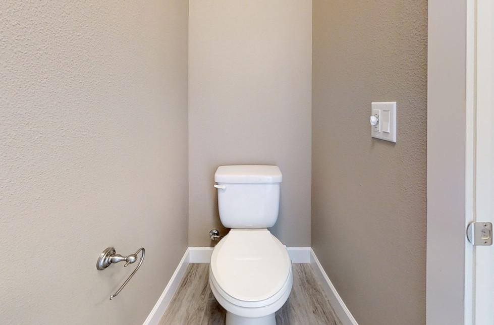 SWicRqXMJVp-Bathroom.jpg