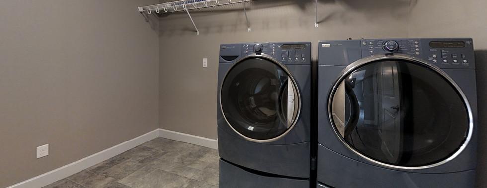 jfni65i3yPi-Laundry.jpg