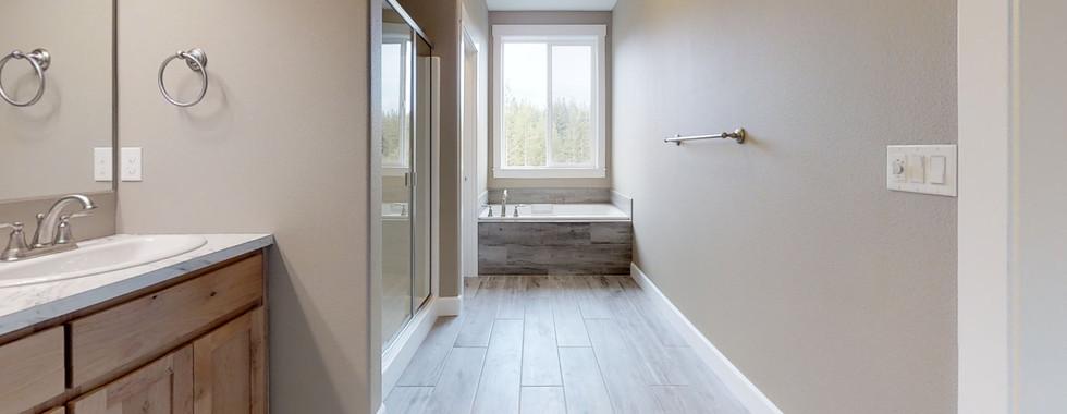 CGxjwKH5C1W-Bathroom.jpg