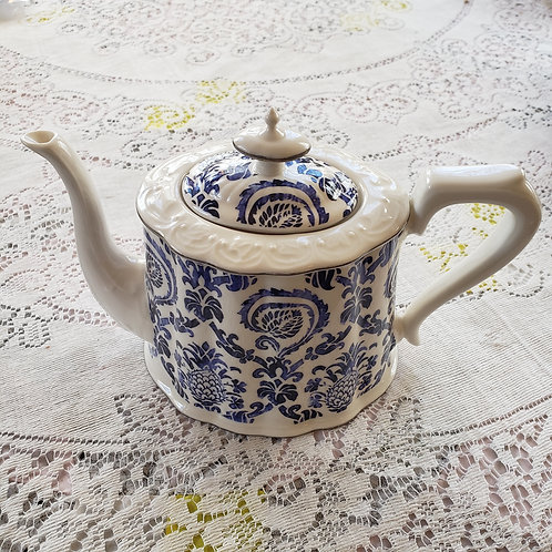 FEATURED TEA POT