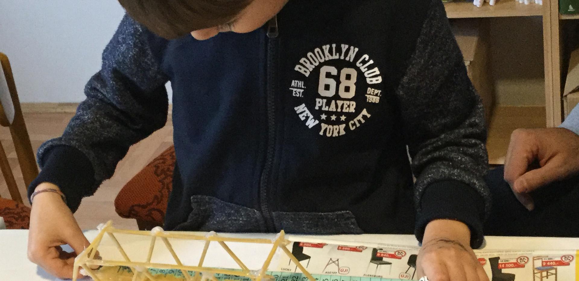 Tésztahídépítés - Alkotó Részecskék foglalkozás