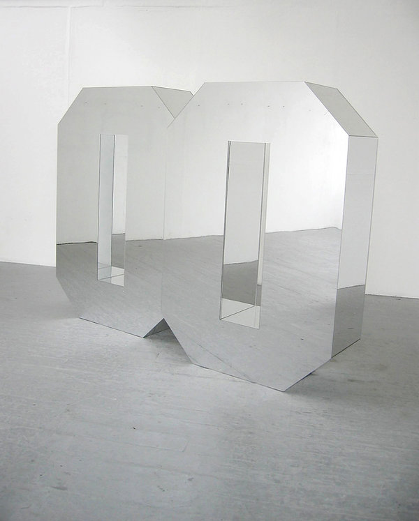 Simona Brinkmann, Doublezero, giant three dimensional mirrored zero sculpture, body height, mirrored perspex, subverted minimalism, post-minimalism, contemporary art. Decimal sculpture. Reflective nothingness. Winner of the Clifford Chance Scultpure Award 2007.