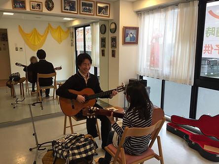子供クラスギターレッスン風景