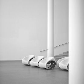 Schwarzweiß Fotos der Pinakothek der Moderne in München