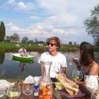 picnic aan de vijver.jpg