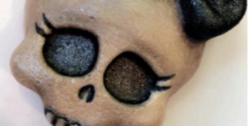 Lucy's Skull Bath Bomb Mold