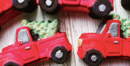 Old Fashioned Truck with Christmas Treem Plastic Bath Bomb Mold
