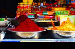 Tas d'épices et de pigments Inde