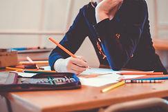 ecolier ecrit devoirs crayons couleur