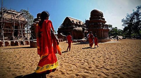Des femmes en Sari à Mahabalipuram