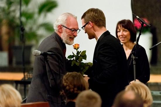 """Raul Talmar ja koorikontserdi """"Veel"""" kunstilised juhid Kaspar Mänd ja Ingrid Kõrvits. FOTO KOORIÜHING"""