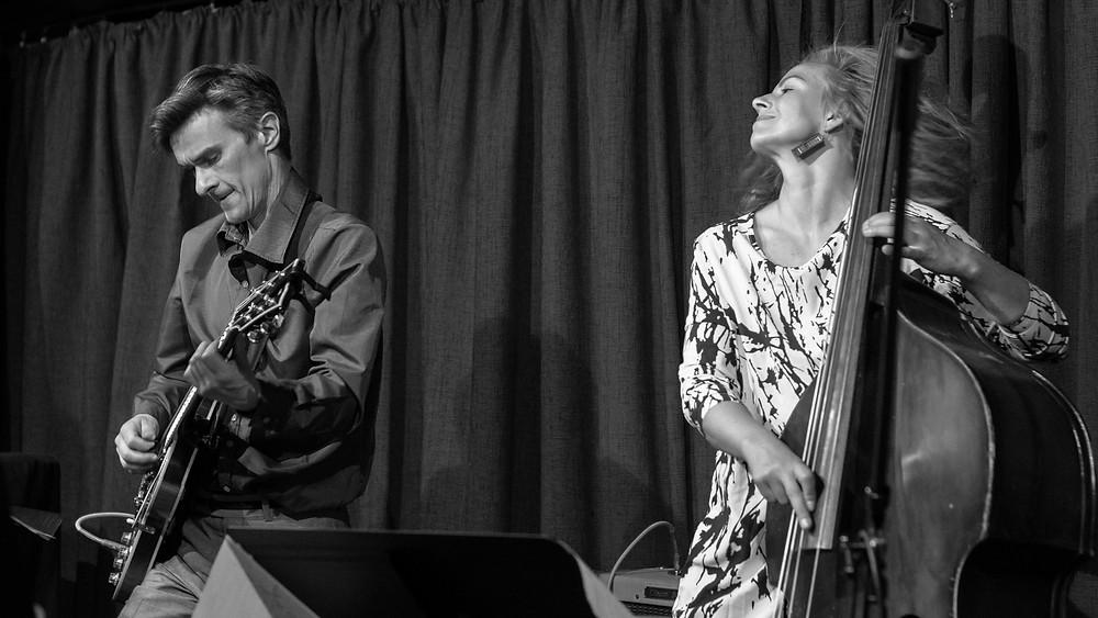 Jazzilaval koos kitarrist Marek Taltsiga. FOTO RENE JAKOBSON
