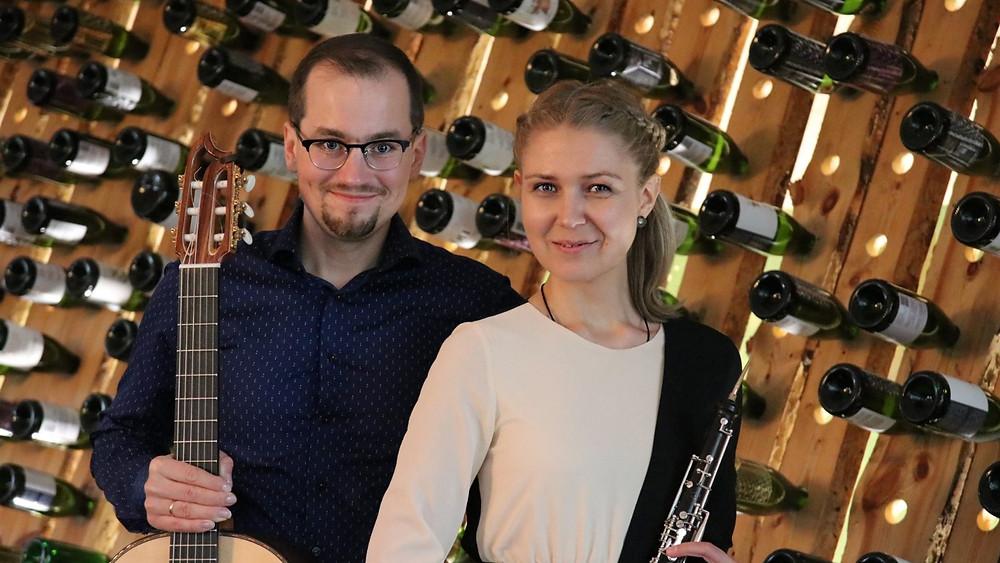 Heli Ernits ja Kirill Ogorodnikov Jaaanihanso siidrimajas. FOTO ELE ROOS