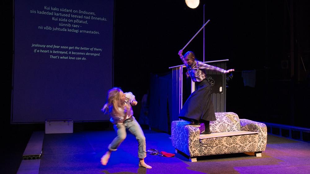 "Stseen Händeli ""Orlandost"": Orlando (Kristjan-Jaanek Mölder) ja Dorinda (Anneliis Volmer). FOTO HARRI ROSPU"
