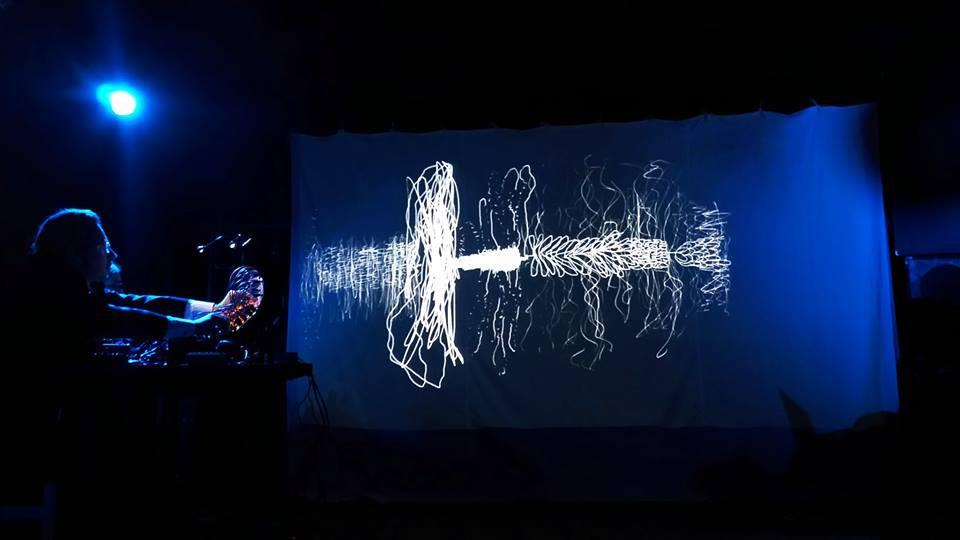 Morton Subotnickule pühendatud kontsert Tencu visuaalidega MIM klubis. FOTO JOHANNES AHUN