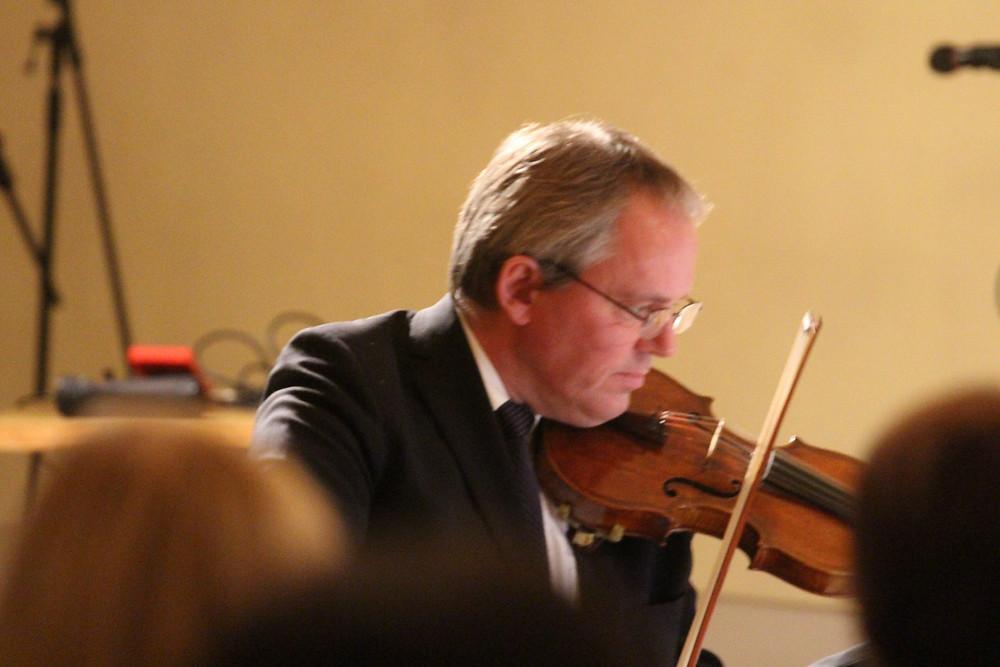 Arvo Leibur õppejõudude jõulukontserdil.