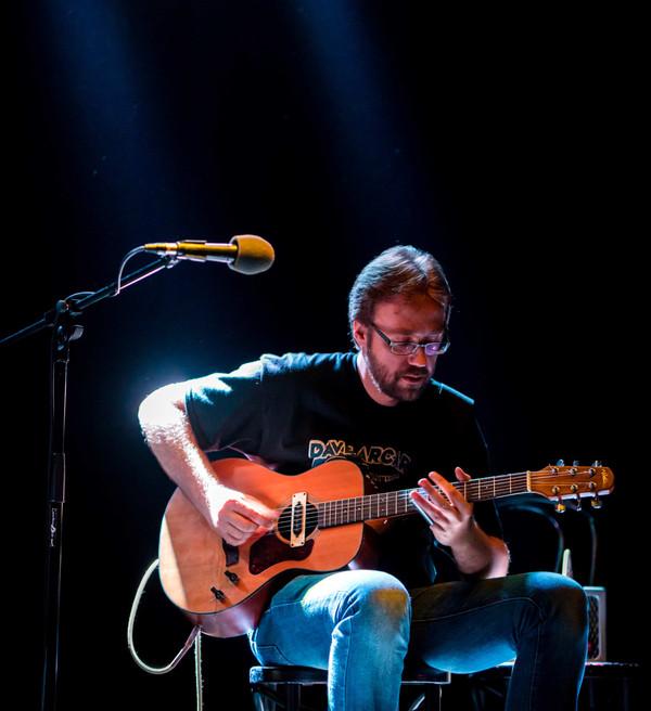 Bluusi saab mängida ka ilma veerandtunniste kitarrisoolodeta. Intervjuu Andres Rootsiga