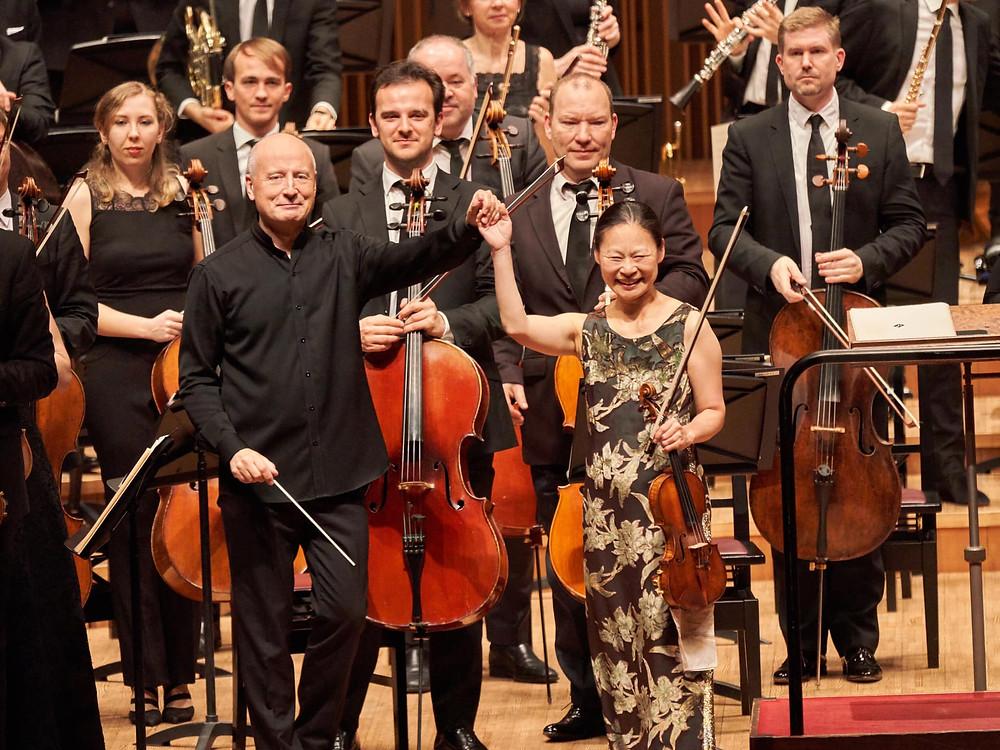 Paavo Järvi, Midori ja Eesti Festivaliorkester Jaapanis. FOTO facebook.com/estonianfestivalorchestra