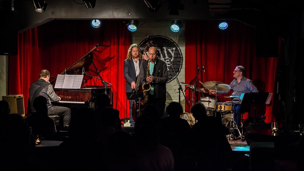 Ameeriklane Walt Weiskopf koos kaaslastega Euroopast klubi Philly Joe's laval.  FOTO RAUL OLLO