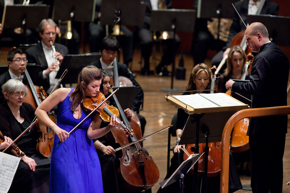Janine Jansen ja Paavo Järvi New Yorgi filharmoonikute ees. FOTO RICHARD PERRY/ NEW YORK TIMES