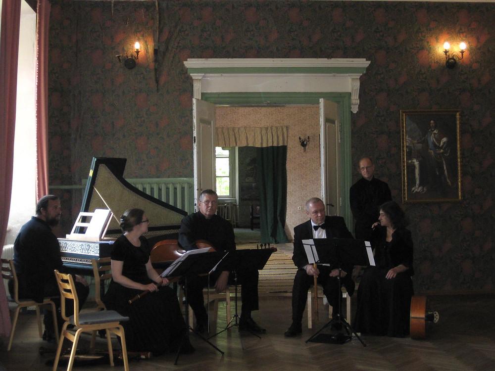 Cantores Vagantes koosseisus Reinut Tepp, Reet Sukk, Arne Haasma, Pavel Andrejev, Julia Lurje 2014 Õisu mõisas.