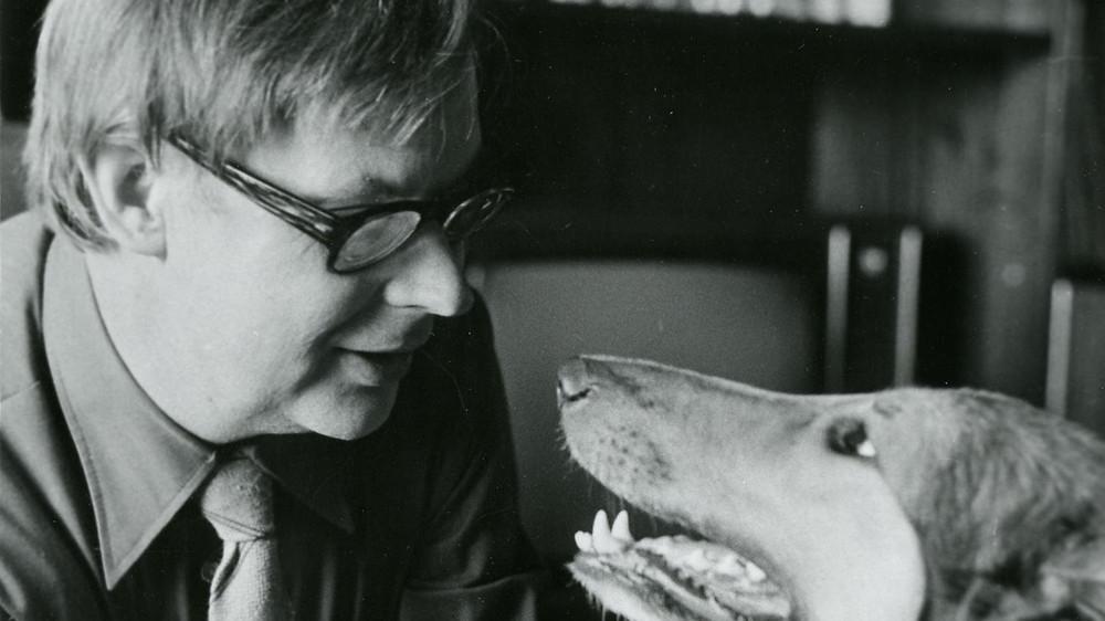 Tõeline armastus: Helilooja Eino Tamberg koeraga. FOTO ETMM.
