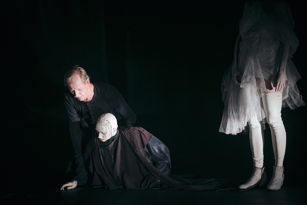 "Peter Kohlmetz Molleri ""Dust"", nukunäitleja Svend E. Kristensen."