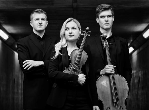 I nagu interpreet. Trio Katariina Maria Kits – Valle-Rasmus Roots – Sten Lassmann