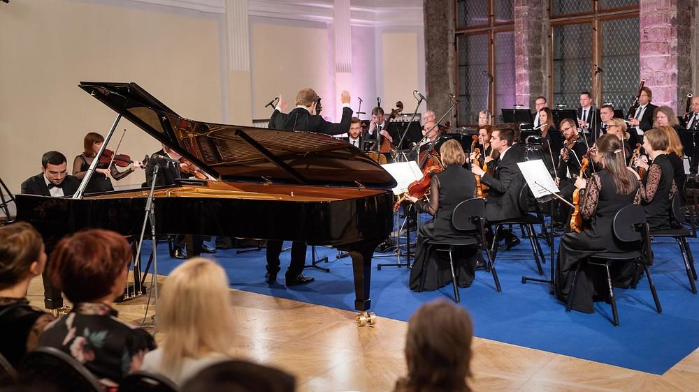 Tallinna Kammerorkestri 26. hooaja avakontserdil kõlas Felix Mendelssohn Bartholdy Klaverikontsert nr 1 g-moll, op. 25. Solist Alberto Ferro. FOTO RENE JAKOBSON