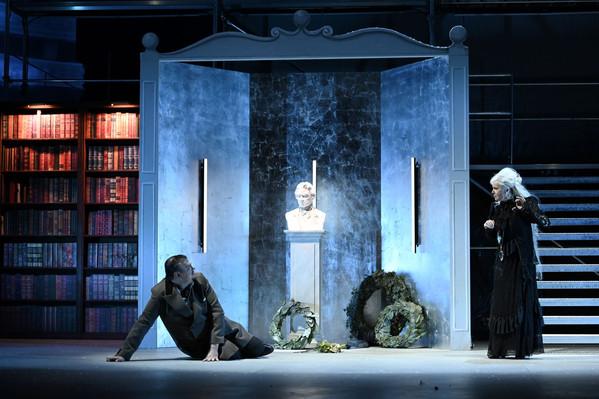 """""""Alati kõrvaltoas"""" ehk elu Beethoveni varjuga. Jüri Reinvere ooper """"Minona"""" Regensburgi teatris"""