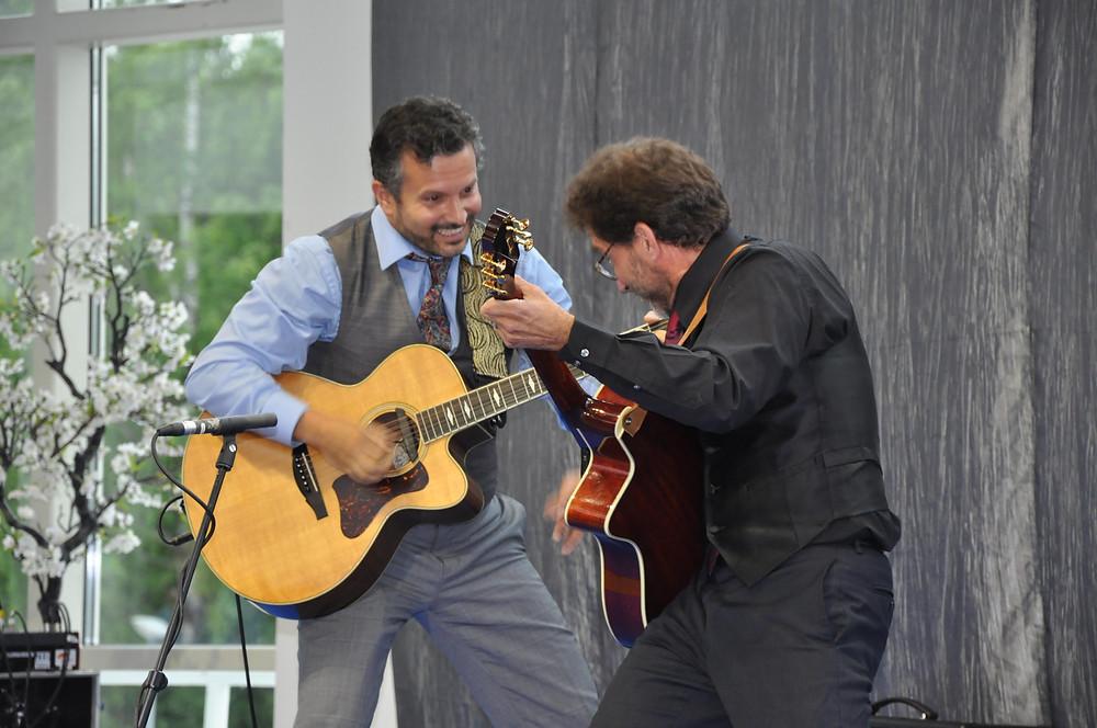 Frank Vignola ja Vinny Raniolo naudivad musitseerimist Tallinna publiku ees.