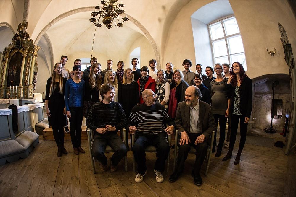 Pärt Uusberg ning tema koori Head Ööd, Vend külalised Veljo Tormis ja Arvo Pärt 2013. aastal. FOTO ERAKOGU